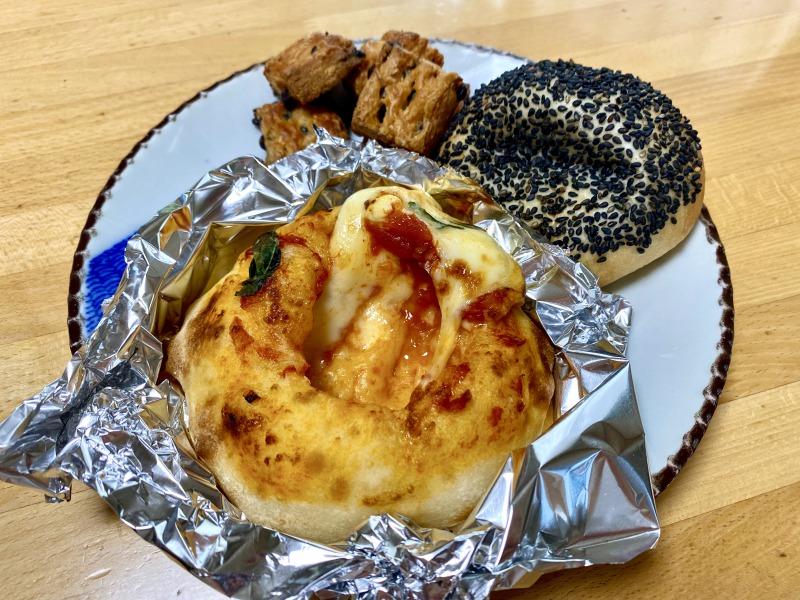 浜田山のCAFE ACHIMのパン盛り合わせ