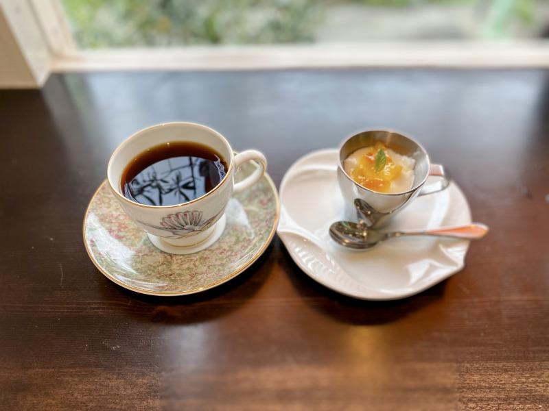 久我山のCafe Kの食後のコーヒーとミニスイーツ