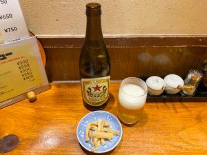 吉祥寺の珍来亭の瓶ビールとメンマ