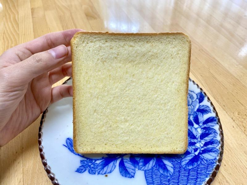 モスバーガー浜田山駅前店で購入した濃厚な食パンの正面