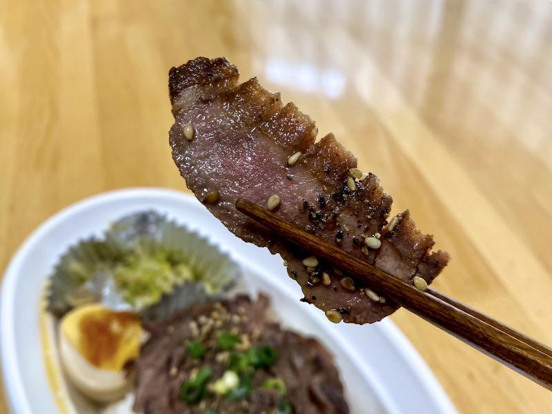 浜田山の串焼きおついちの厚切り牛タン丼の牛タン