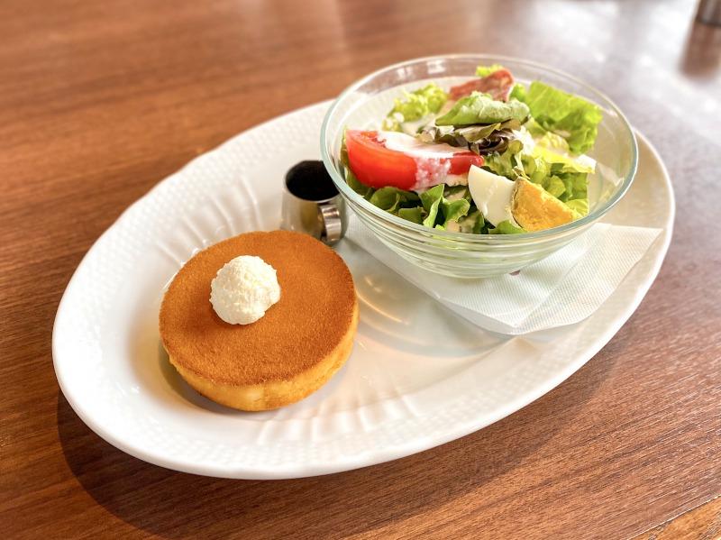 星野珈琲店高井戸店のサラダ&パンケーキ
